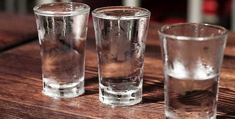 Что лучше употреблять водку или самогон