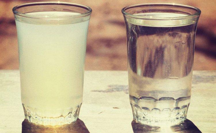 Сегодня вопрос о том, что чище: водка или самогон, очень неоднозначен, ведь даже домашние напитки все хорошенько фильтруют.