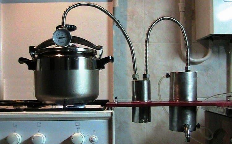 Самодельный дистиллятор для самогона будет отлично работать, если правильно подобрать конструкцию и материалы.