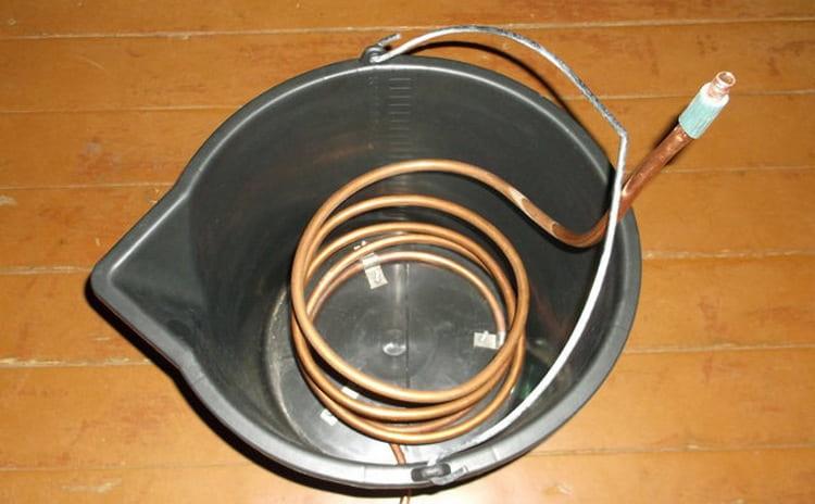 Непроточный самогонный аппарат особенно актуален для тех, у кого нет водопровода.