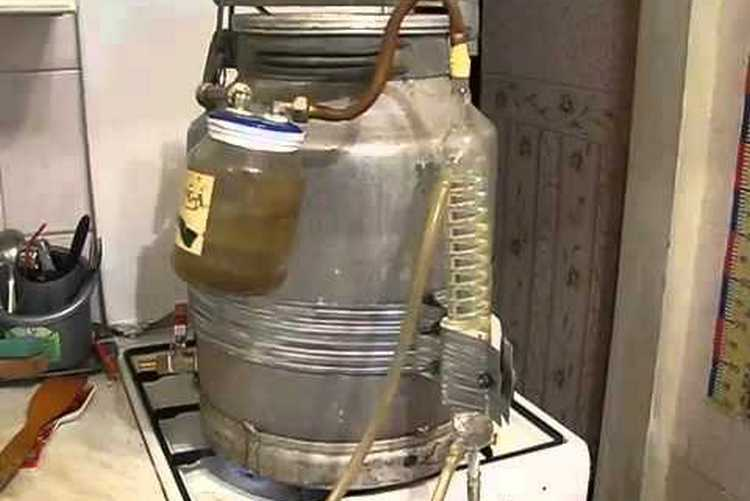 Многие делают самогонные аппараты из фляги.