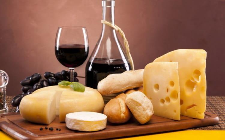 Как и с чем правильно подавать столовое вино