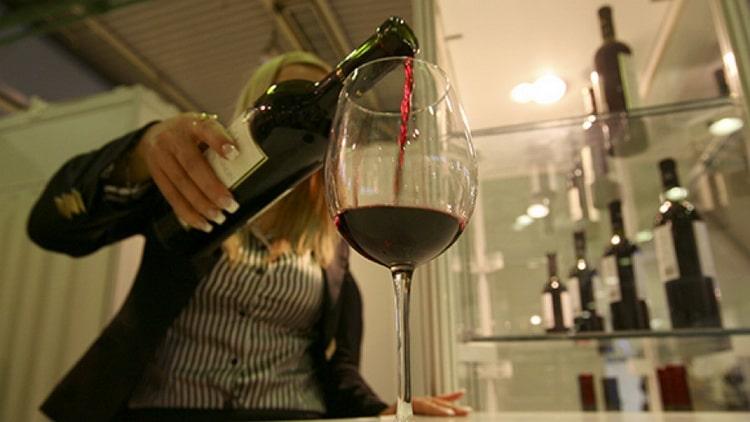почему вино называют сухим и как его подавать