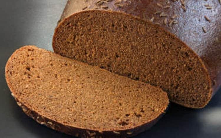 Как происходит очистка самогона хлебом