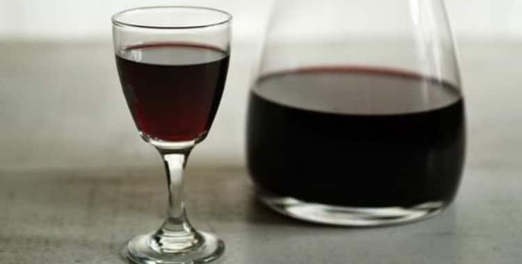 Как обычно пьют портвейн и чем его правильно закусывают