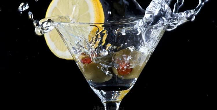 Как правильно и с чем пьют вермут