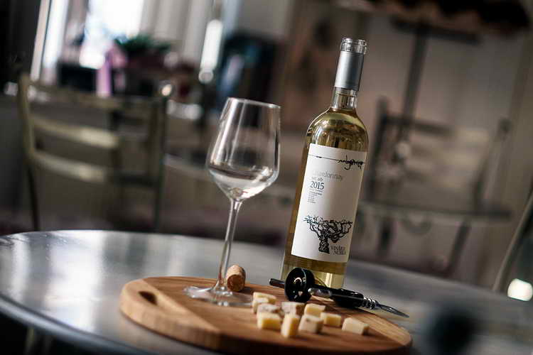 белое сухое вино шардоне