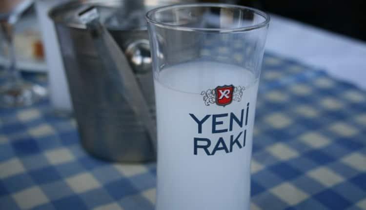 Как подается турецкая водка,