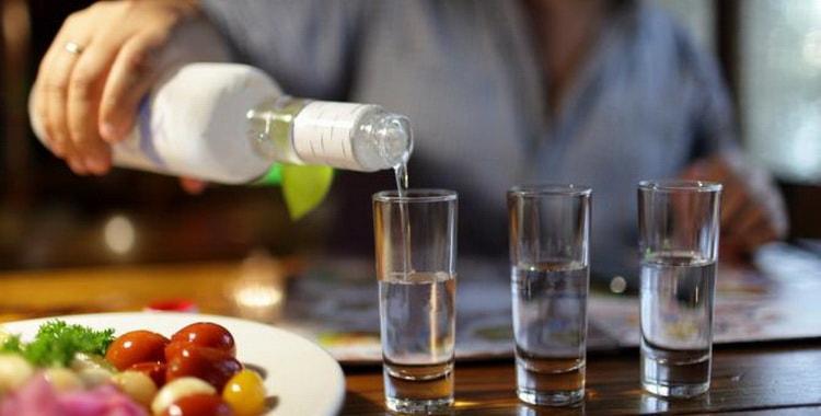 Как подавать и из чего состоит водка