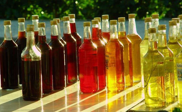 Конечно, для закрашивания напитка можно использовать и пищевые красители.