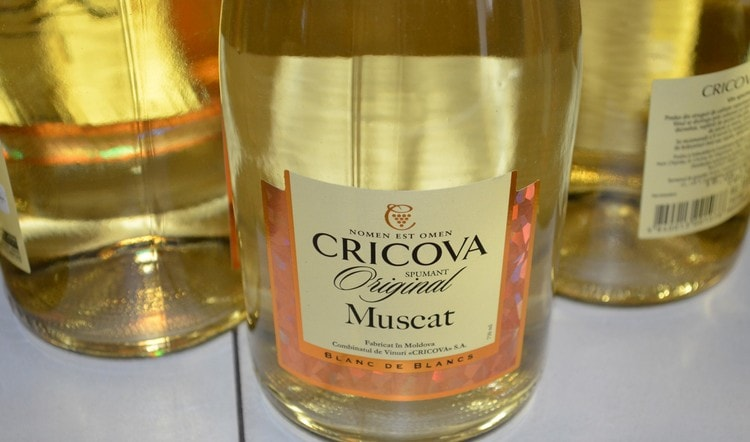 Чудным ароматом обладают мускатные вина.