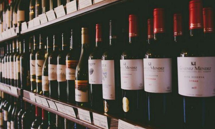Недорогое красное сухое вино можно купить и от отечественного производителя.