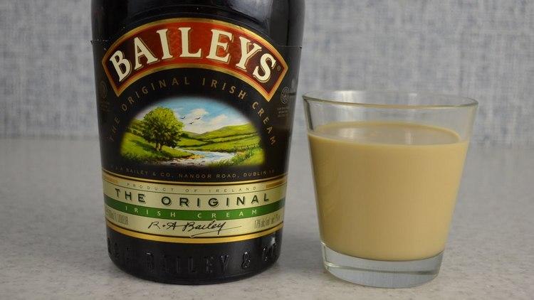 Наевреное, одним из самых популярных молочных ликеров является Бейлиз.