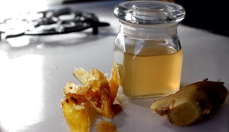 Предлагаем вашему вниманию простой рецепт приготовления имбирной водки (настойки) в домашних условиях.