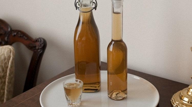 Настойка на имбире будет более ароматной, если для ее приготовления использовать коньяк.