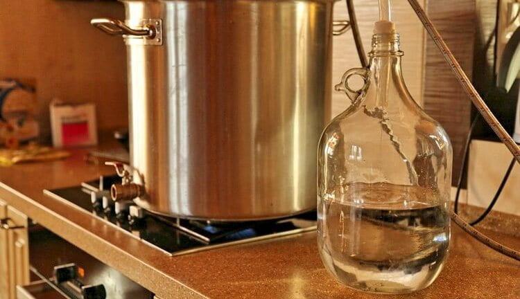 Посмотрите, как гнать самогон в домашних условиях правильно без запаха.