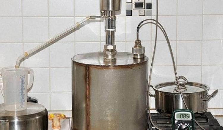 А вот еще один способ, как приготовить самогон без запаха в домашних условиях.