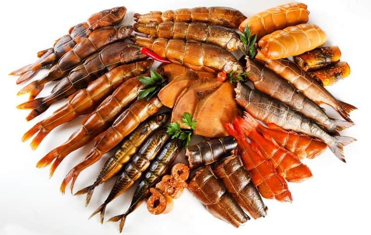 Копченая рыба обладает еще и очень приятным ароматом.