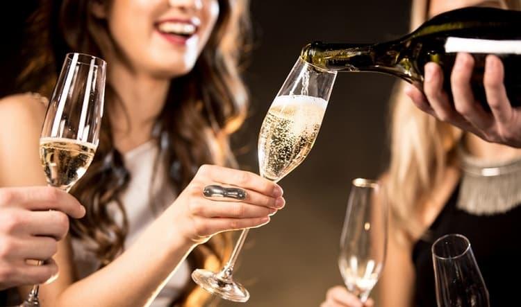 Поговорим о пользе и вреде шампанского для здоровья.