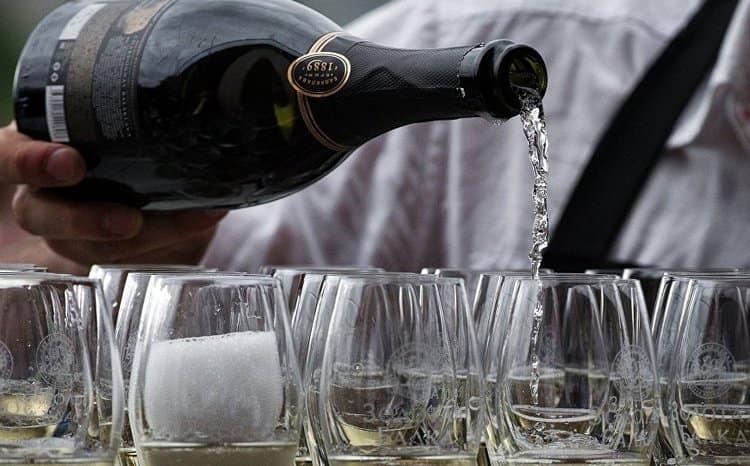 Узнайте, вредно ли шампанское.