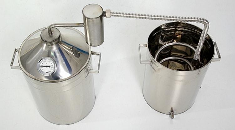 То, как пользоваться самогонным аппаратом, зависит от разновидности системы.