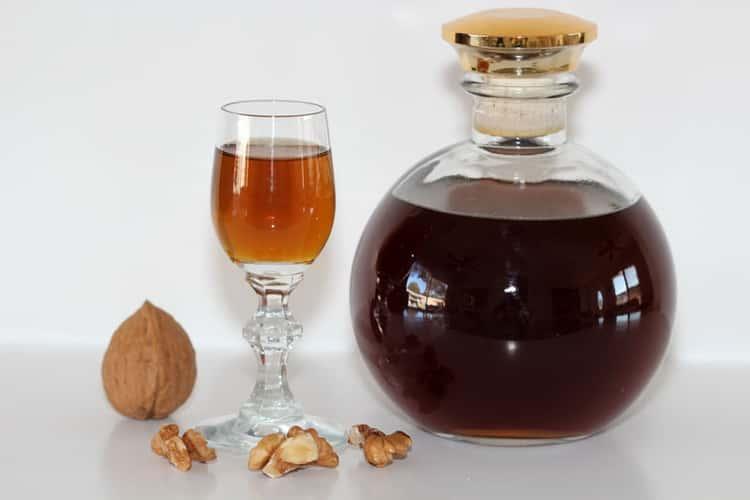 настойка на перегородках грецкого ореха на самогоне польза и вред