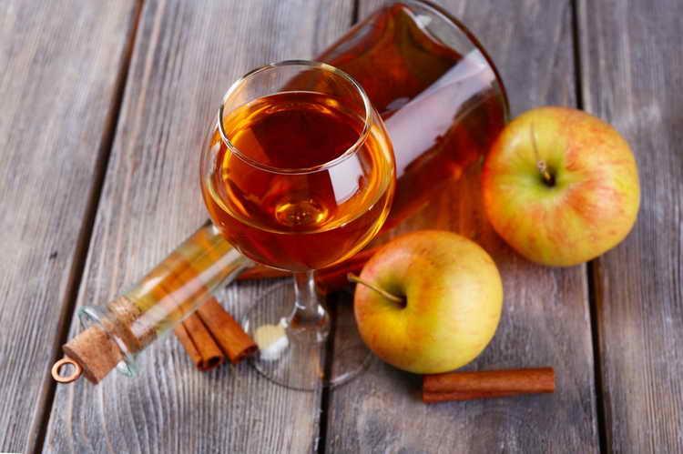 яблочный ликер