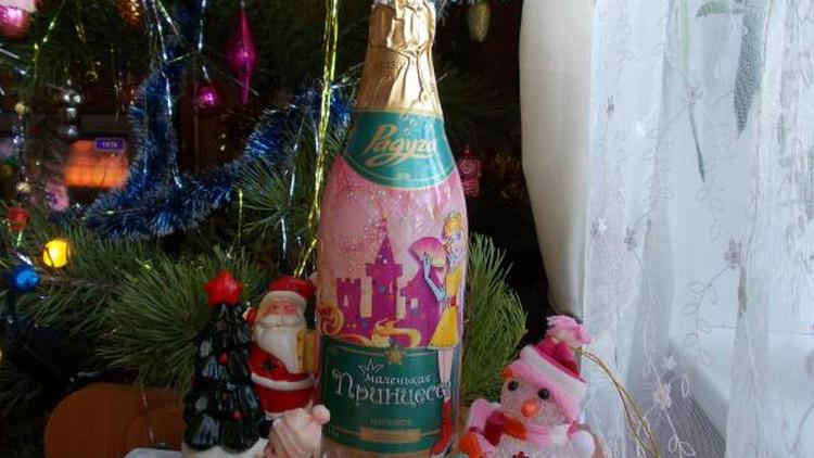 Детское шампанское уже давно стало довольно-таки популярным напитком для праздников.
