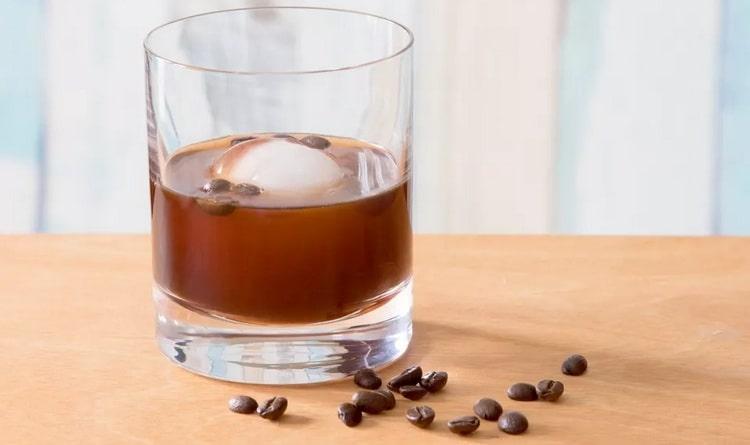 Классический рецепт коктейля Олд фэшн можно разнообразить добавлением кофе.