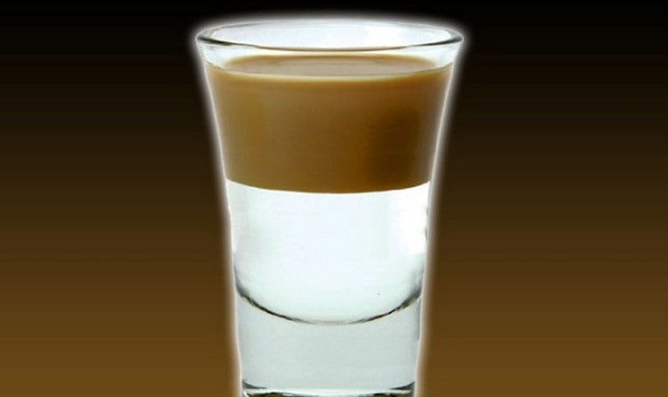Можно также приготовить кофейный коктейль Скользкий сосочек.