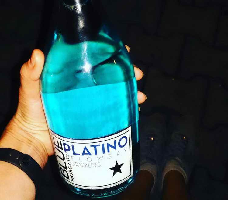 голубое шампанское с блестками