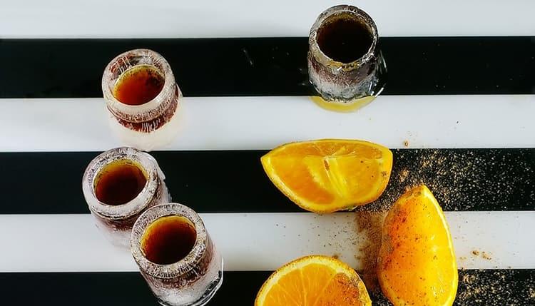 Важно знать не только то, с чем пить Егермейстер, но и какой может быть закуска к нему.