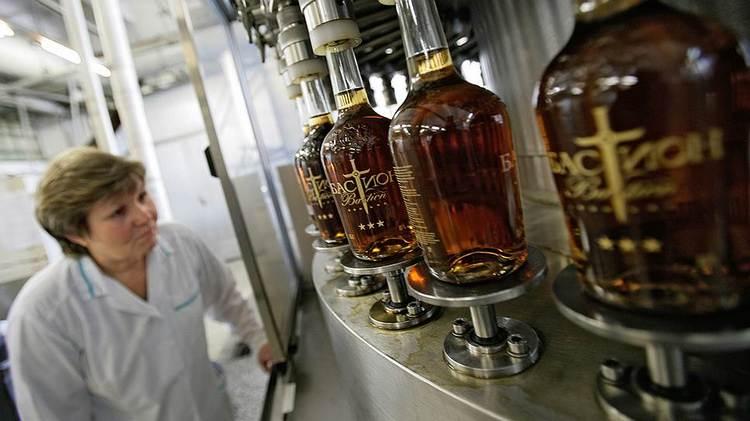 Производителем коньяка Бастион является Московский межреспубликанский винодельческий завод.