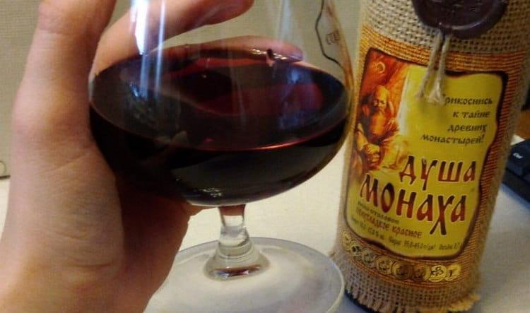 Вино Душа монаха производят как красное, так и белое.