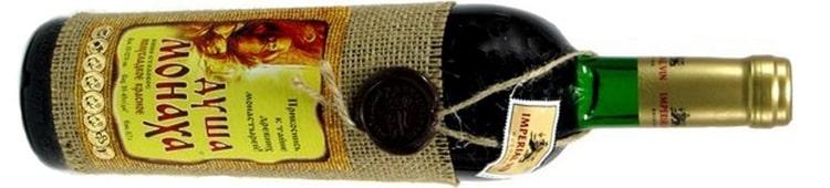 Красное полусладкое вино Душа монаха является довольно-таки популярным.