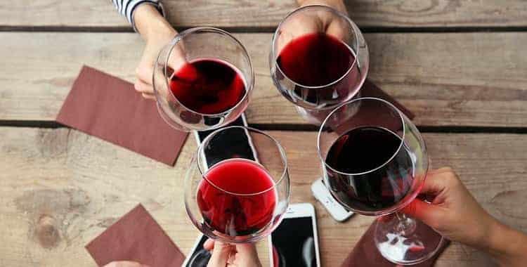 Как подавать вино Funny Lamb