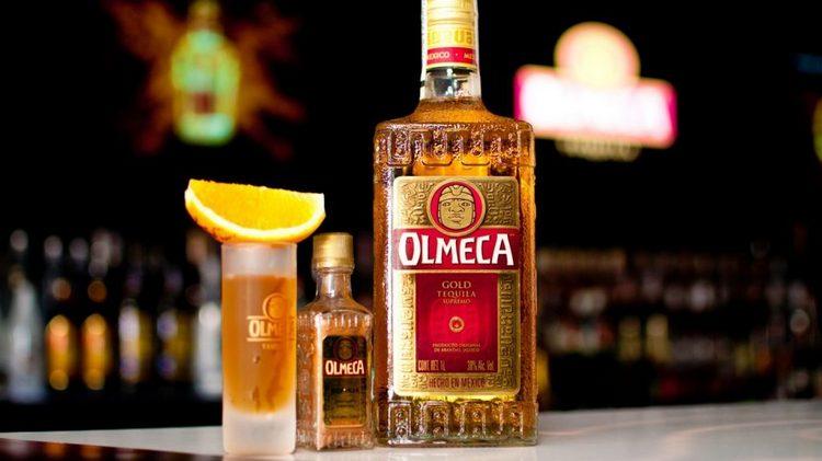 Текила голд это крепкий напиток, который прекрасно подойдет для дружеского вечера.
