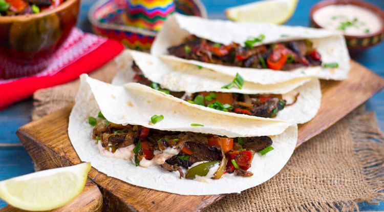 Оригинально будет выглядеть и закуска к такому напитку в мексиканском стиле.