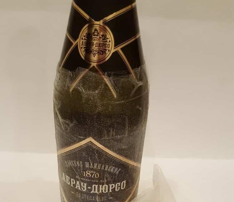 ананас из конфет и шампанского