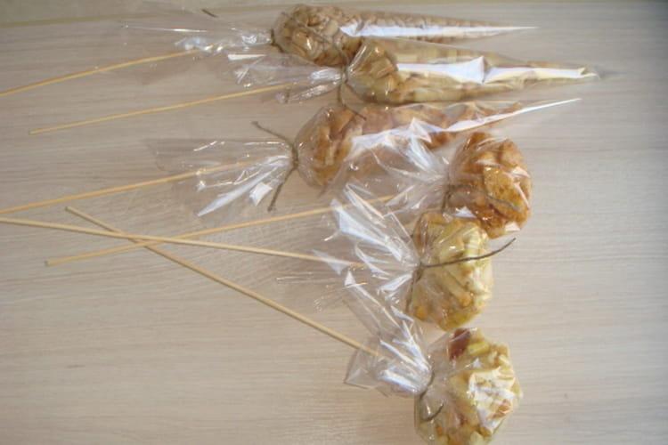Пакетики с закуской на палочках