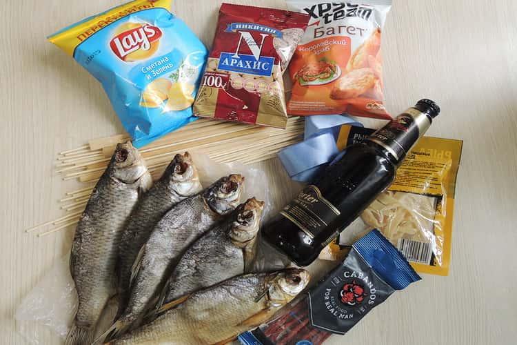 Ингредиенты букета из рыбы и пива для мужчин