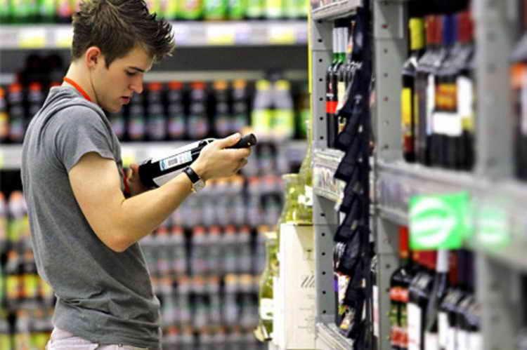 со скольки лет в россии продают водку