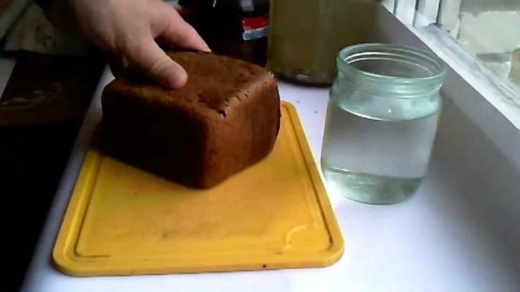 Можно также использовать для очистки водки ржаной хлеб.