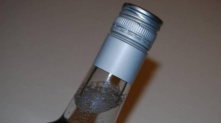 Узнайте, что значит паленая водка.