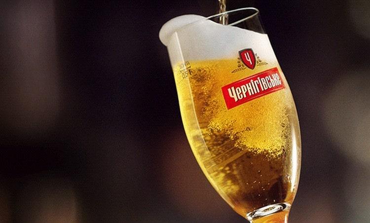 Довольно большой популярностью пользуется пиво Черниговское светлое.