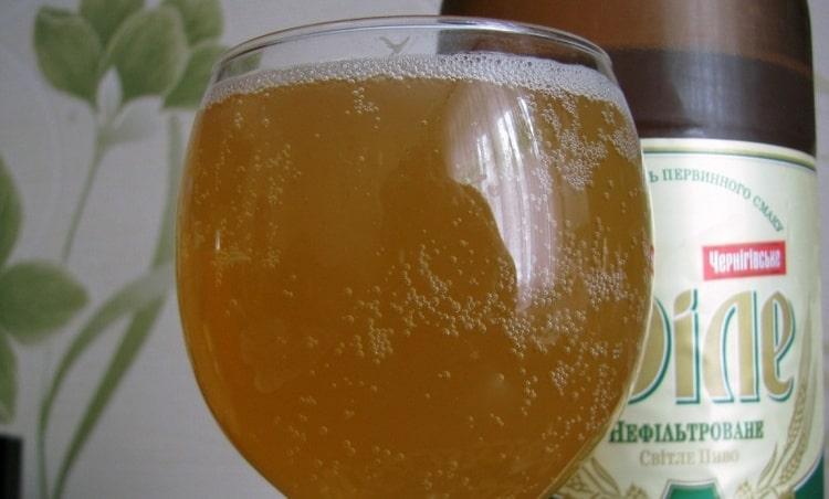 Перед употреблением пиво нужно охладить.