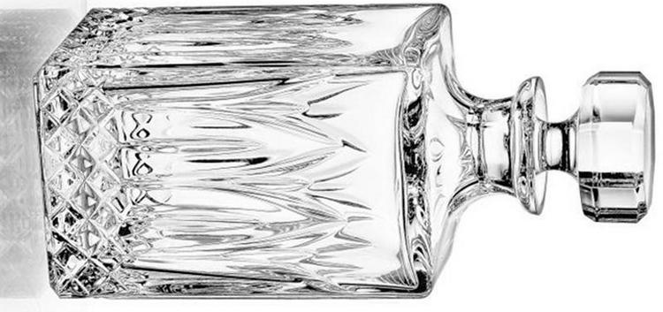 Для подарка подойдет хрустальный графин для водки.