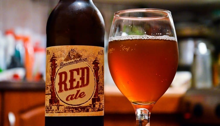 Многим нравится Василеостровское красное пиво.