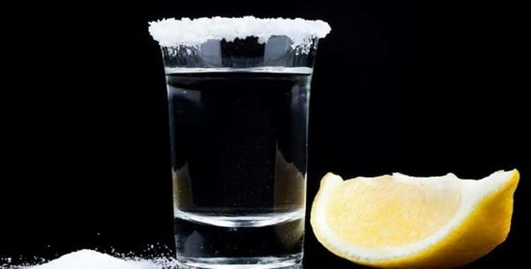 Для чего употребляют водку с солью