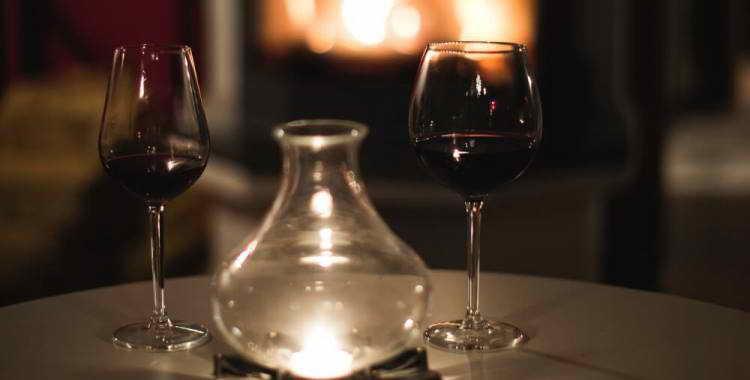 Оклейка вина в домашних условиях